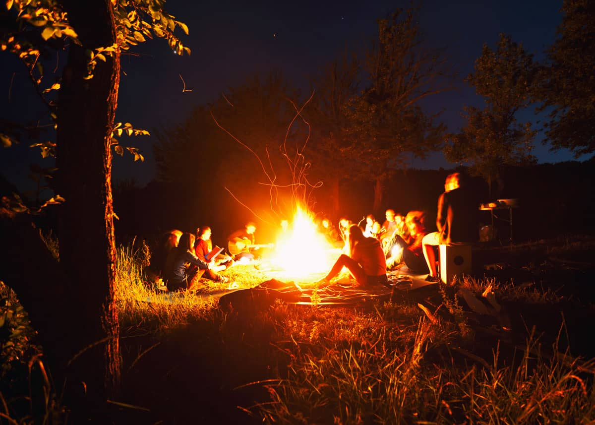 55 Best Campfire Songs of All Time: Family Friendly Guide